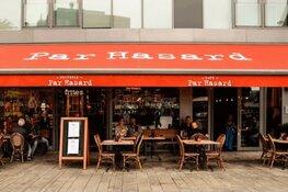 Par Hasard Almere Stad deelt 300 kg frites uit voor 1-jarig bestaan