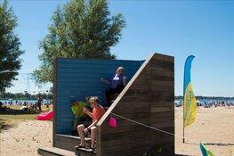 Strandwachters onthuld op het Almeerderstrand