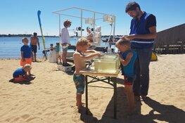 Kom ook watermeten elke dinsdagmiddag in de vakantie bij Strandlab op het Almeerderstrand