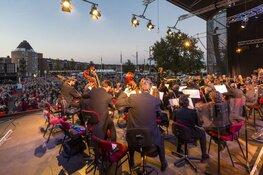Straatacts, muziek, botters, kunst en brocante op Almere Haven Festival