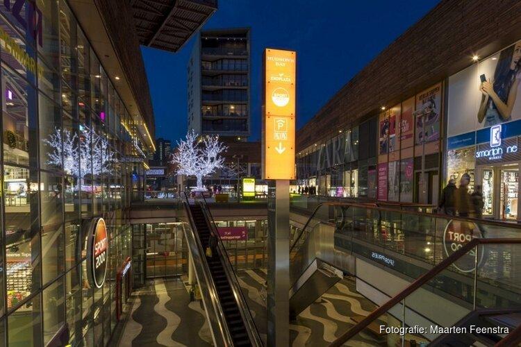 Architectuurwandeling door verlicht Almere Centrum