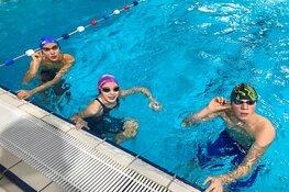 Huldiging voor Ivar Kleuver tijdens NJJK zwemmen