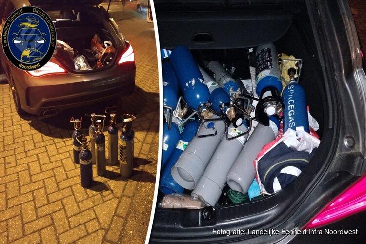 Jongen (16) slingert over A27 bij Blaricum: meerdere lachgasflessen in auto