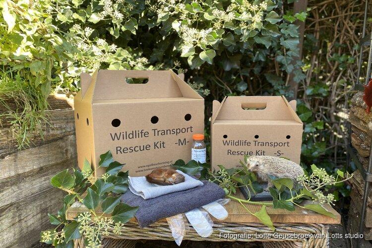 Overhandiging Wildelife Transport Rescue Kit aan wethouder van Garderen