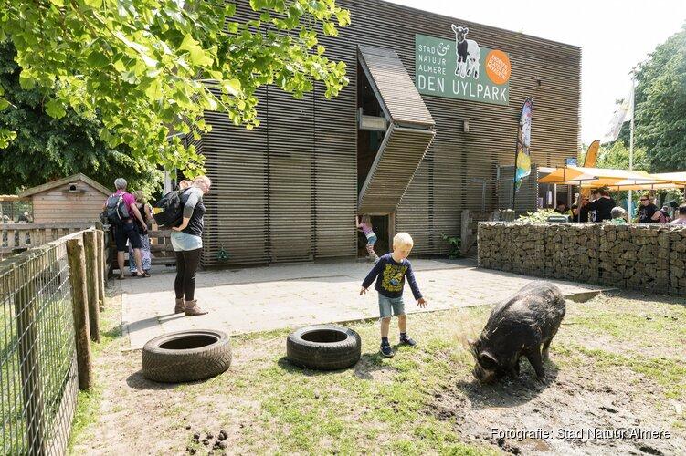 Voorlezen en theater voor viering 10 jarig bestaan kinderboerderij den Uylpark