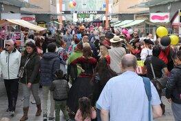 Veel publiek bij buitenvoorstellingen in Almere Centrum
