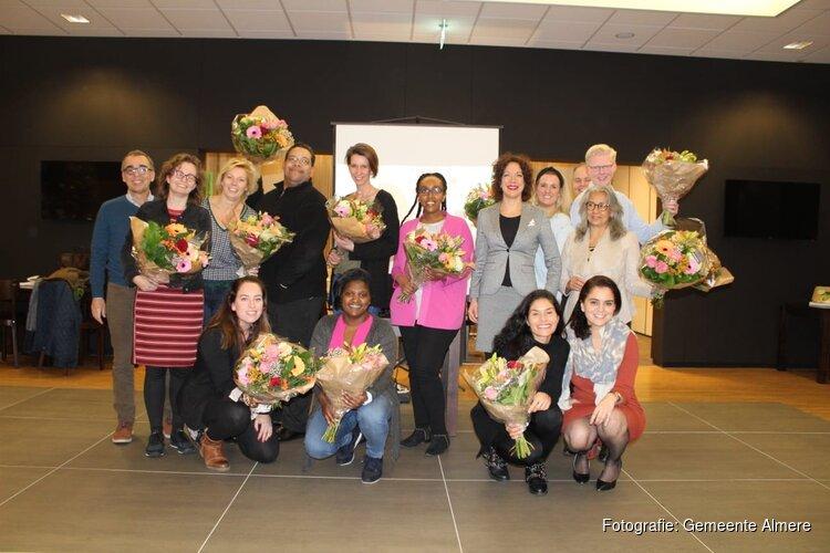 Uitreiking certificaten aan deelnemers EigenBaas Avondschool Almere